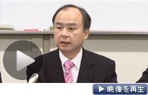 決算を発表するソフトバンクの孫正義社長(27日、東京証券取引所)
