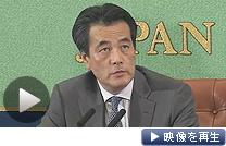 記者会見で「話し合い解散」などについて語る岡田副総理(テレビ東京)