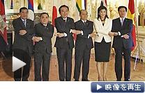 首脳会議前、記念写真に納まる野田首相ら(21日午前、東京・元赤坂の迎賓館)