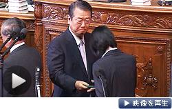 消費増税法案の採決で反対票を投じる民主党の小沢一郎元代表(26日午後)
