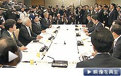 経済財政諮問会議が再開。首相は日銀に2%の物価目標踏まえた金融政策を要請した(9日夜)
