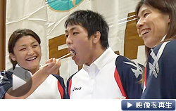 2020年東京五輪の実施競技にレスリング存続が決まり、吉田沙保里選手らが記者会見(9日未明、東京都内)