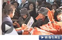 今年は「節電」や「なでしこ」など世相を映した福袋が人気という(テレビ東京)