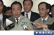 「G7連帯の意義は大きい」。野田財務相(左)、白川日銀総裁が協調介入で会見