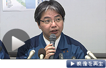 記者会見する東京電力の担当者(4日夕、東京都千代田区)