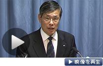 浜岡原発の全面停止を決め、記者会見する中部電力の水野社長(9日夕)