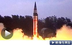 インドが新型弾道ミサイル「アグニ5」の発射実験。射程は5000キロ以上という(19日)